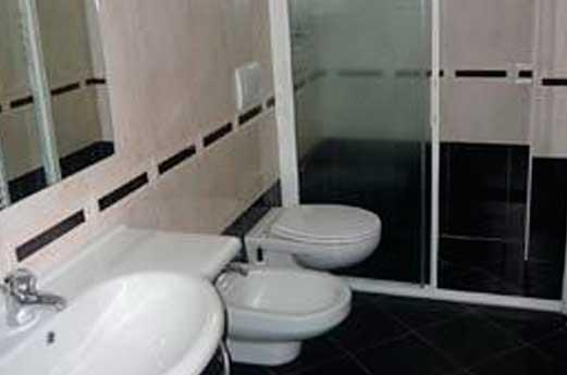 Hotel Monica toilet